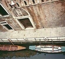 Waiting gondolas by EJ27