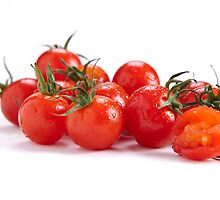 Tomatoes minus one by sboulanger
