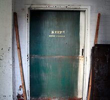 keep door closed - factory findings by iannarinoimages