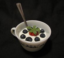 Berries in Yogourt by hummingbirds