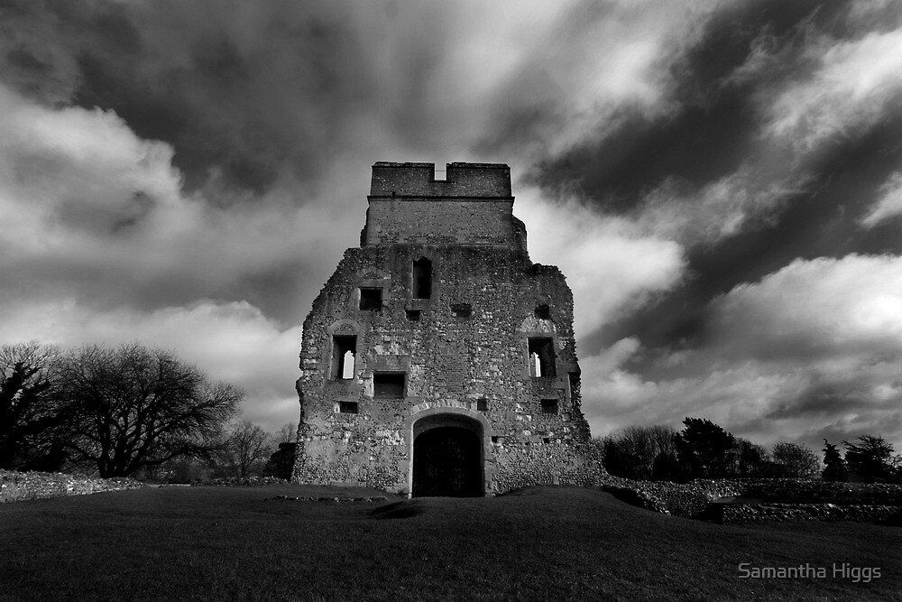 Donnington Castle Ruins by Samantha Higgs