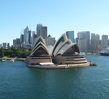The Sydney Opera House by joycee