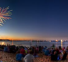 Australia Day Fireworks - Mornington, Victoria by Matt Haysom