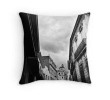La Habana Vieja Throw Pillow