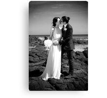 Beachside kiss Canvas Print