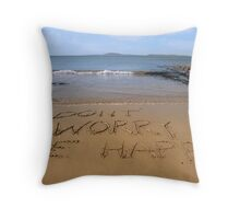dont worry be happy beach Throw Pillow
