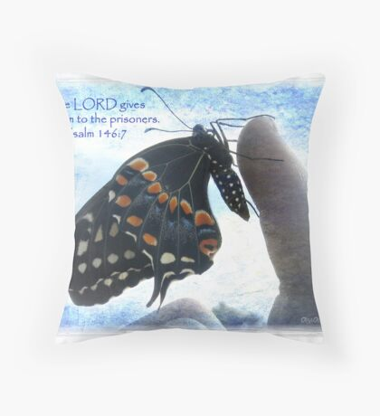 The Lord gives freedom Throw Pillow