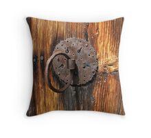 A knockdoor! Throw Pillow