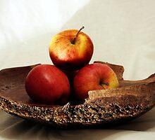 3 apples by Doug McRae
