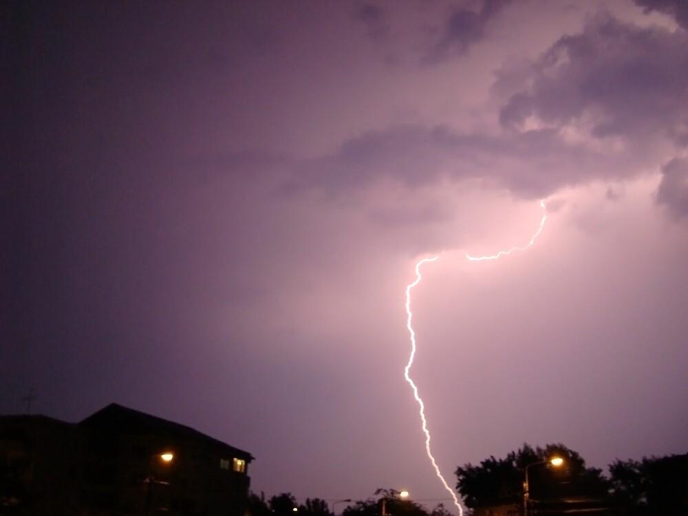urban lightning by vippy