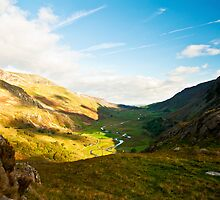 The valley at Llyn Ogwen by Carlb40