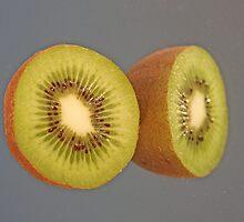 Kiwi Eyes by daphsam
