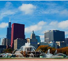 Chicago buckingham fountain in daylight by Patrick  Warneka