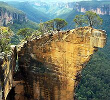 Hanging Rock - Blue Mountains by Alwyn Simple