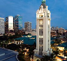 Honolulu's Aloha Tower by RobDeCamp