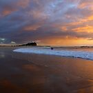 Nobby's Beach Lighthouse by monkeyfoto