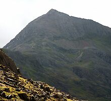 Pen-y-Pass towards Snowdon by Paul  Green