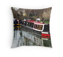 Narrow boats on the Kennet and Avon canal, Bradford on Avon, UK Throw Pillow