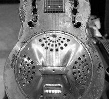 Rusty Resonator by AnalogSoulPhoto