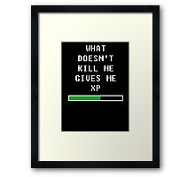 What doesn't kill me, gives me xp (white) Framed Print