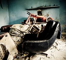 retro chair in derelict house by Ciaran  Duignan