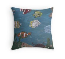 Aquarium happiness Throw Pillow