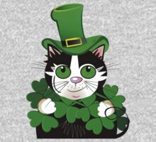 Green eyed St. Patrick's Day cat with clovers by walstraasart