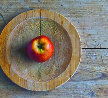 Apple in the round by Sue Purveur