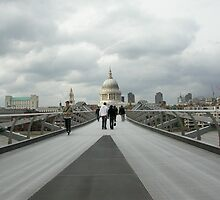 Millenium Bridge by robigeehk