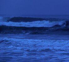 Night Surf by runnerpaul