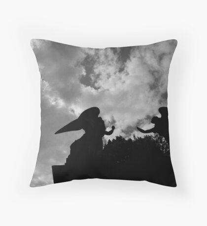 Il gioco degli angeli. Throw Pillow