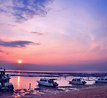 Sunrise From Sanur Beach by Komang