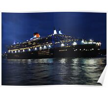 Queen Mary 2 sails into Sydney Harbour Poster