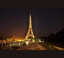 Eiffel Tower by roggcar