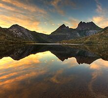Cradle Mountain at Dawn by Philip Greenwood