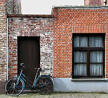 Blue bike in Brugges by yankeehal