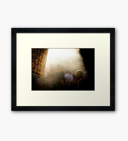 L'Arabe et la fumée Framed Print