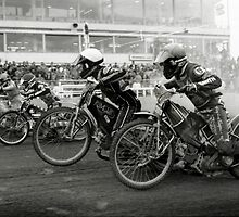Speedway - Accelerating away by Richard Flint