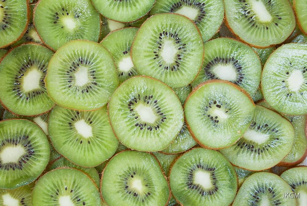 Slices of fresh ripe kiwi by IKGM
