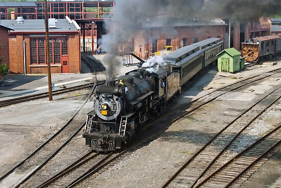Engine 3254 awaiting passengers by ©  Paul W. Faust