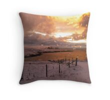 boreal sunrise fae Gulberwick Throw Pillow