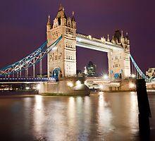 Tower Bridge at night by Shaun Whiteman