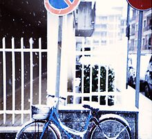 Bike in the snow by monfi