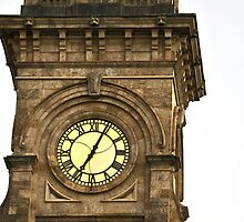 Clock on Adelaide GPO by Stephen Mitchell