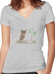 Owl on a Sawn Tree Limb Women's Fitted V-Neck T-Shirt