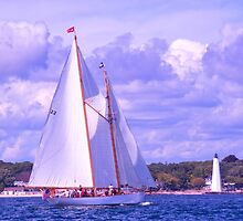 The Brilliant Sails Into New London by JoeGeraci