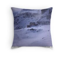 rifugio vigevano Throw Pillow