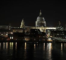 St Paul's by night by MarcW