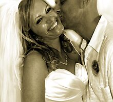 Wedding kiss by Saraina Williams