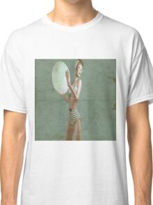 Retro beach babe - distressed Classic T-Shirt